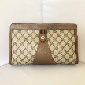 1fd5ee4e3413c3 Gucci. Gucci Vintage GG Supreme Small Clutch Bag